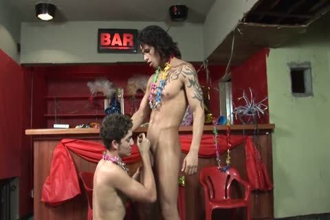 oral-service Loving homo couple Have in nature's garb Romp At A Bar