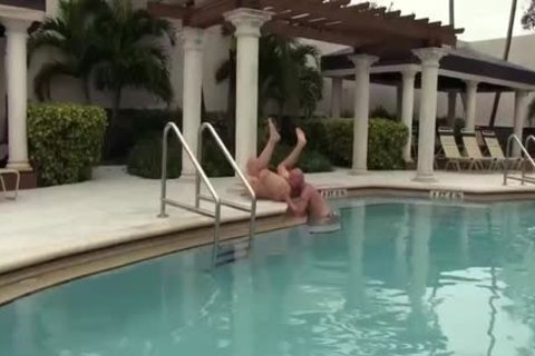 daddy homo Muscle butt sex By The Sunny Pool