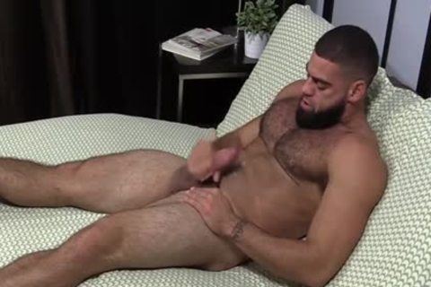 muscular Ricky Larkin jerking off Off while Toes Are Sucked