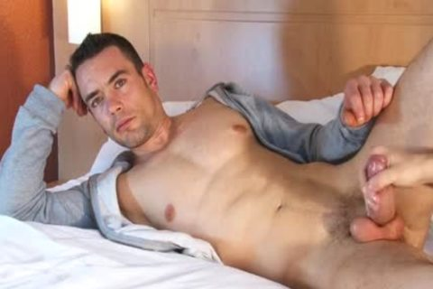Beautifull Hetero Fitness daddy acquires Wanked His giant shlong By A chap !